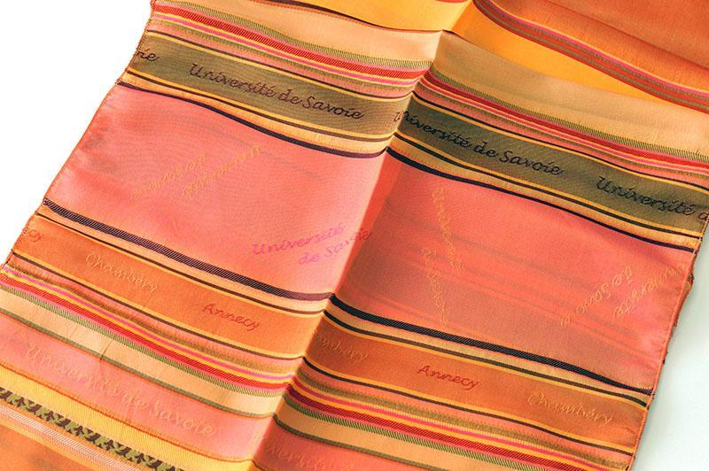 Echarpe en soie tissée - cadeau protocolaire université