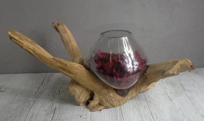 Vase en verre soufflé et en bois flotté