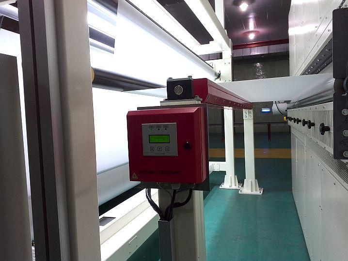 Segmented plate metal detector to inspect non-woven fabrics - METRON 04 ProfiLine