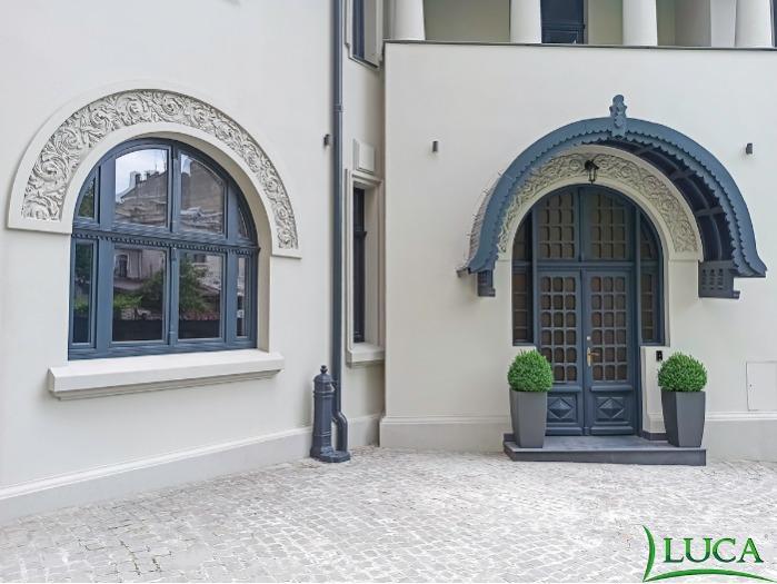 Wooden Doors - Wooden exterior doors with overlight