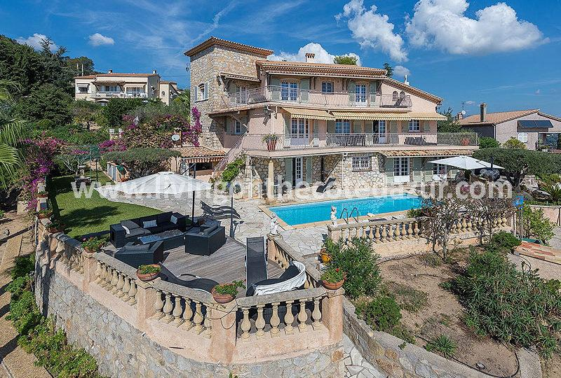 Provencal stone villa with views on the sea - Real Estate