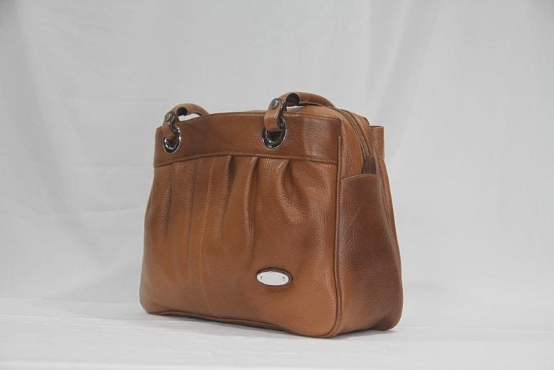 Plate's design shoulder bag