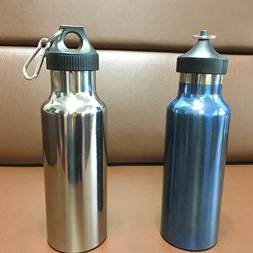 Botella de titanio - Pure Titanium, botella de agua deportiva anodizado pulido, 70x220 mm, 650 ml