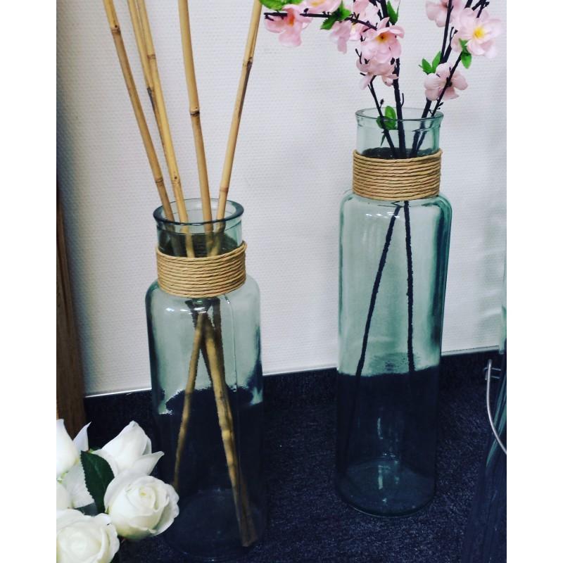 Vase en verre recyclé, modèle NOA avec raffia haut. 45 cm - Vases, Lanternes, décoration
