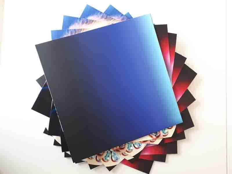 Vinyls and cardboard package for vinyls -