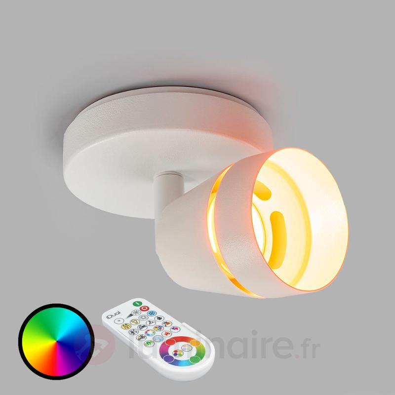 Ivory, un spot LED mural avec télécommande - null