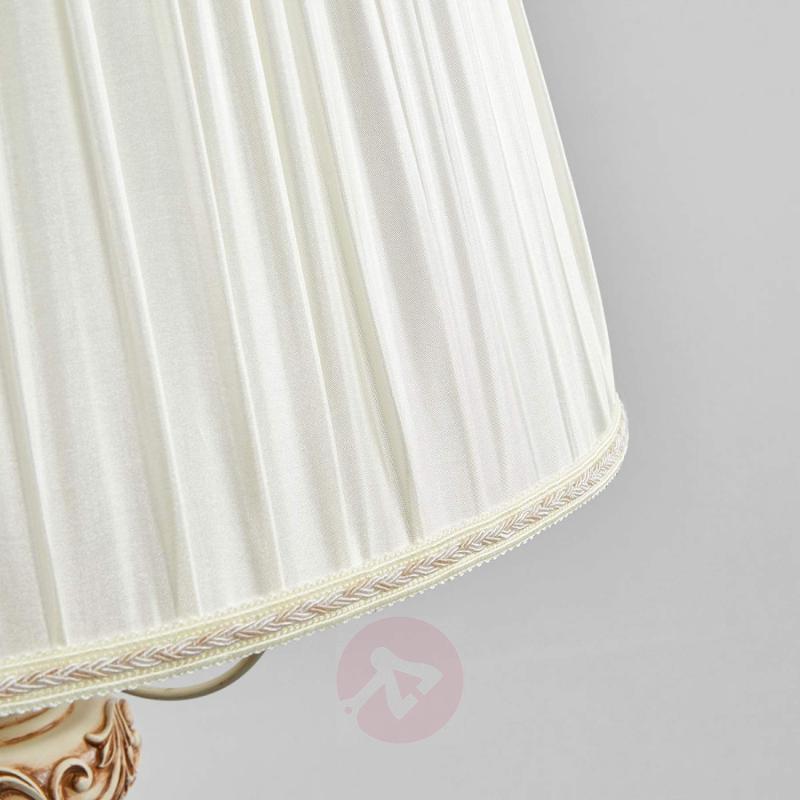 Cream-coloured satin hanging light Olivia - design-hotel-lighting