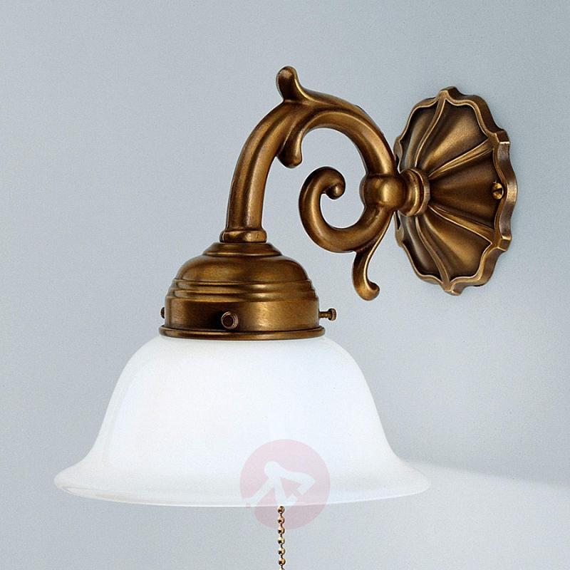 EDGAR brass wall light with chain pull - design-hotel-lighting