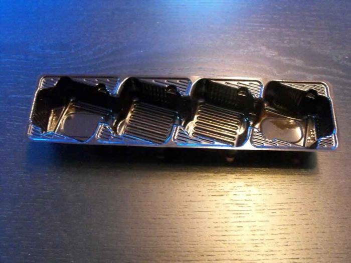 Caserole din plastic cu 4 alveole inclinate pentru biscuiti