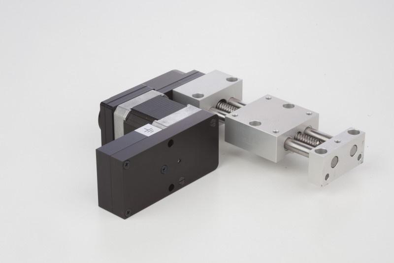 Positioniertisch - Positioniertische kurz oder lang mit elektrischem Antrieb seitlich