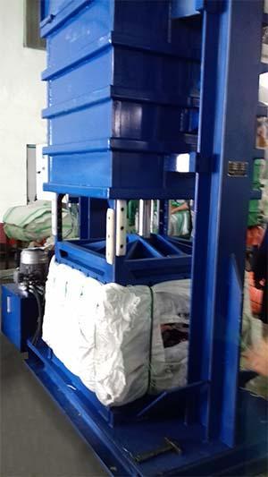 La Presse MEGA-TEX - Spécifique pour friperie et déchets textiles