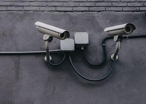 Circuito cerrado de televisión o CCTV - Mejore su conexión empresarial con nuestras soluciones de conectividad y redes.