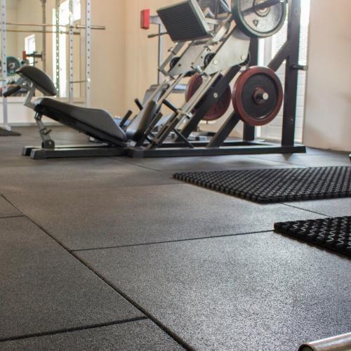 Ondervloer krachttraining - Slijtvaste rubber ondergronden voor omgevingen waar men met gewichten traint.