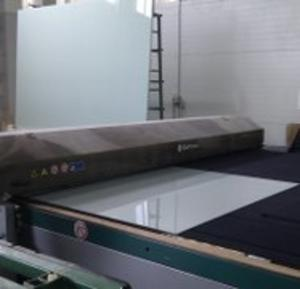LAMINATED GLASS CUTTING - Glass proccessing services