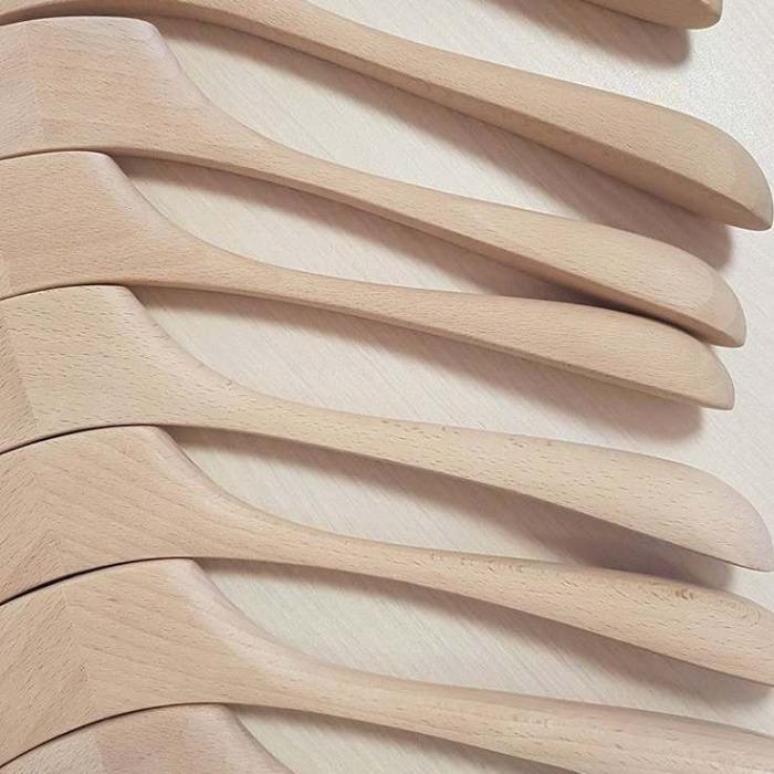 Wooden hangers in stock - Wooden hangers made in Europe