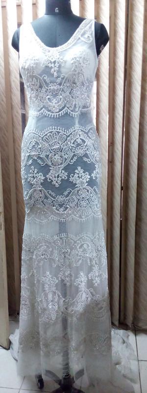 Longue robe de mariée avec traîne - Longue robe de mariée blanche brodée à la main