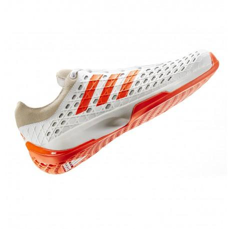 Fentes: chaussures d'escrime - Il existe différents modèles dont les ré. 3203 et 3206.