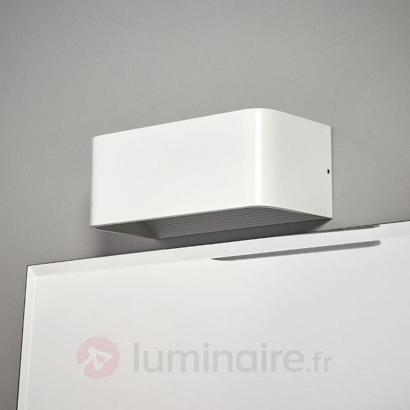 Applique led discr te celia pour la salle de bain salle for Applique salle de bain 5 ampoules