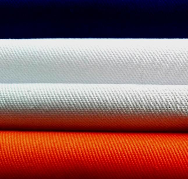 polyester/bomull 65/35 32x32 130x70 - god krymping,glatt overflate