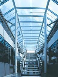 Coperture, scala e balaustra - Copertura in acciaio e vetro; scala e balaustra in acciaio inox AISI 304