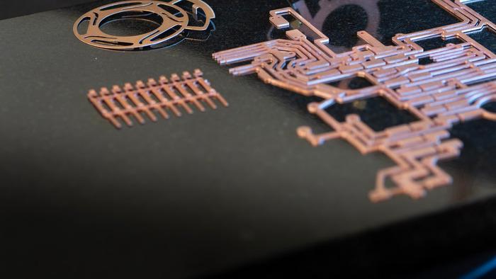 Elektronische Bauteile aus Kupfer und Buntmetall - null