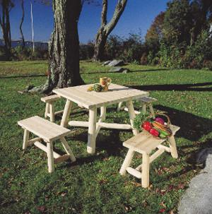 Table de jardin carrée et bancs en bois