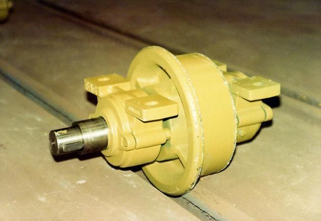 Motorisable wheels mounted between bearings - null