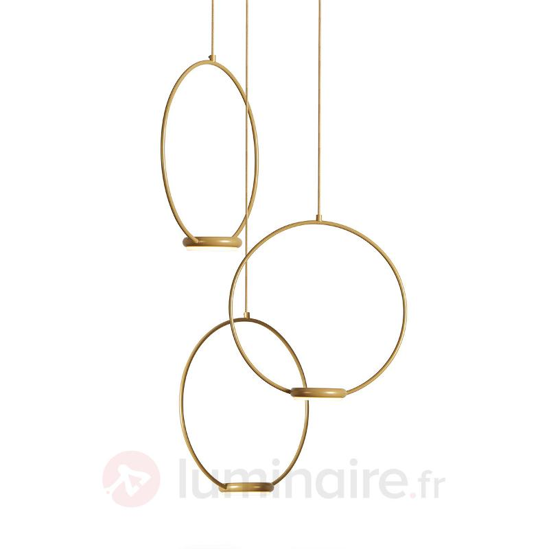 Suspension LED dorée Odigiotto à trois lampes - Suspensions design
