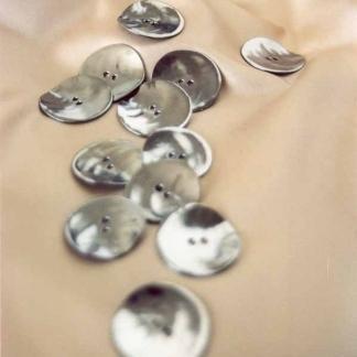 Bottoni in tanti materiali diversi - null