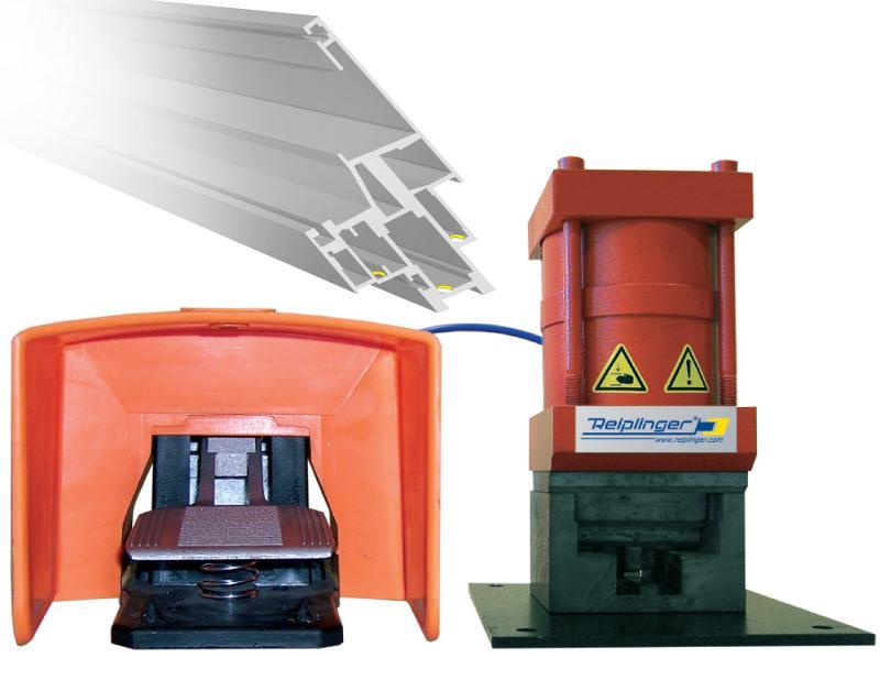 Press cut of holes for bounding the corner binders - Reiplinger® Gehrungslochung PSA 3L
