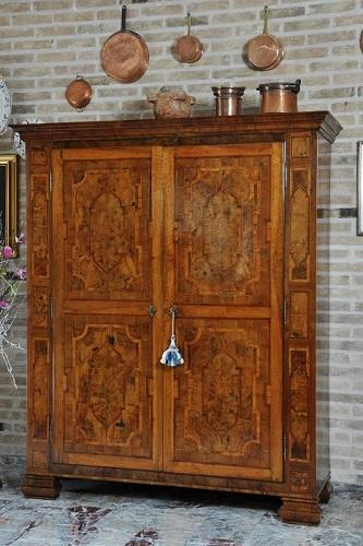 EARLY 17TH CENTURY LOMBARD-VENETIAN STYLE INLAID CUPBOARD IN