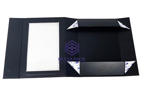 مربع ورقة جامدة قابلة للطي - إغلاق رفرف المغناطيسي ، ونافذة PET والشريط على الوجهين في الزوايا