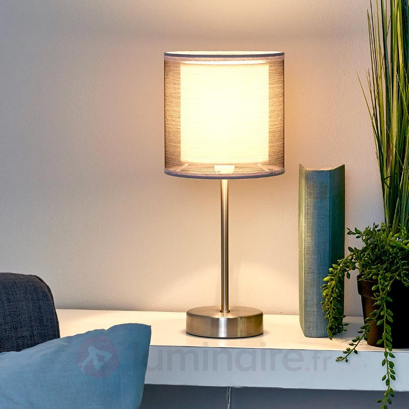 Lampe de chevet attrayante Nica en gris - Lampes à poser en tissu