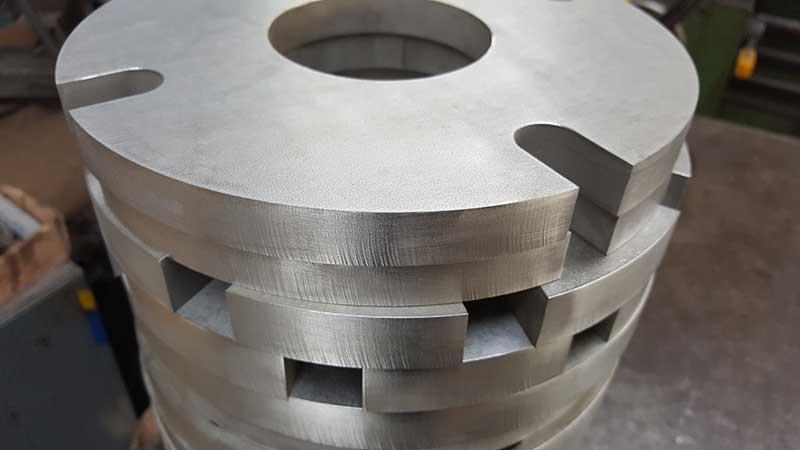 Komponenty ze stali -