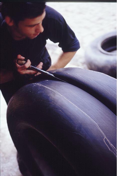 Petit panier en pneu recyclé - Pneu recyclé cousu main