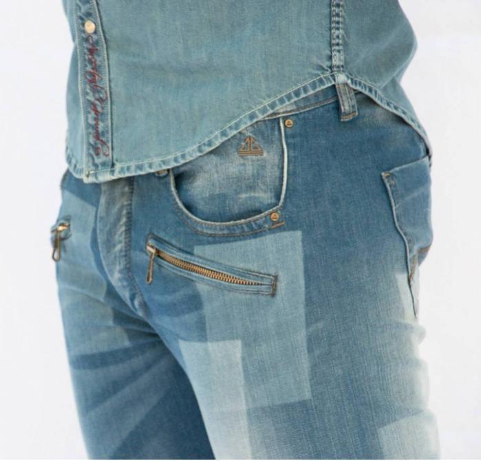 pantalon jeans son couture a coter ni en entre jambe  - pantalon jeans