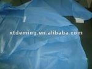 Vestido quirúrgico azul no tejido disponible del hospital