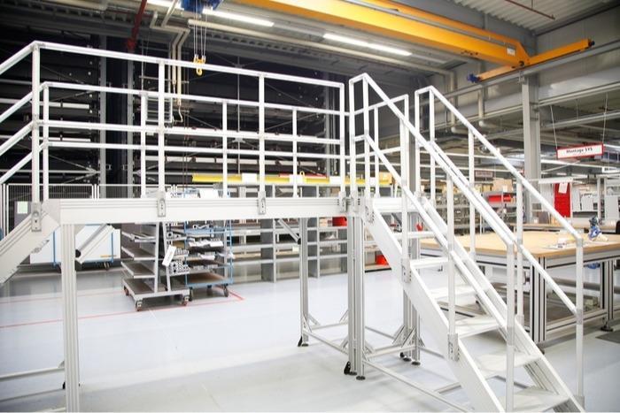 Raccordi per tubi per scale industriali, corrimani e piattaf - Collegamento dei tubi estremamente semplice, senza fastidiose transizioni