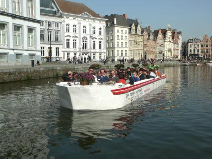 Visit of Ghent by boat, horse carriage and history - Service