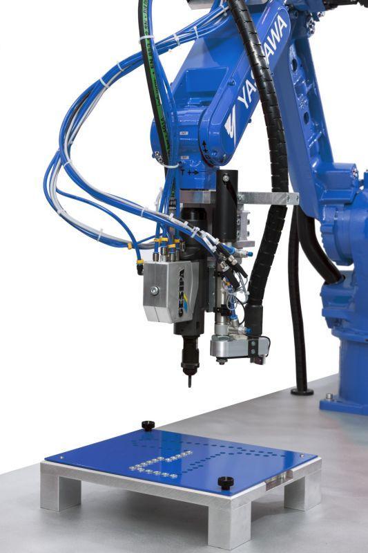 FireRex® (Blindnietmuttern-Setzgerät als Roboterapplikation) - Pneumatisch-hydraulisches Blindnietmuttern-Setzgerät als Roboterapplikation