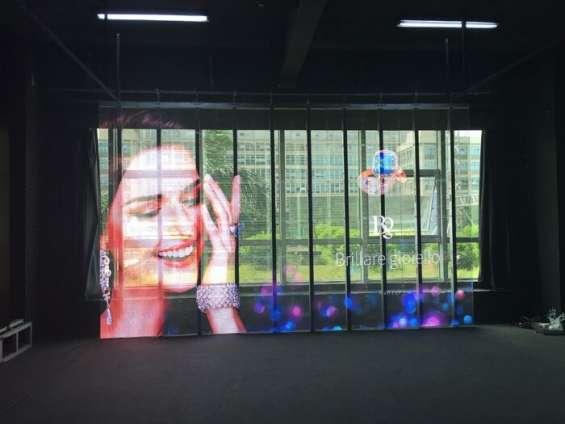 Pantallas led transparentes para vitrinas de retail y vidrio - Ofrece efectos de video e imagen de increíble