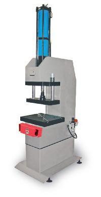 Maschinen : Hydropneumatischen Pressen - Kontakt - BÂTI GAMME 30 TONNES