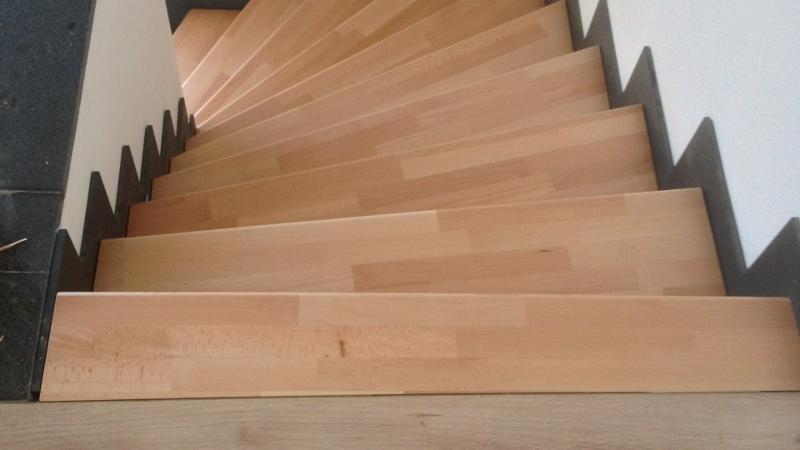escalier en bois massif huil h tre ambiance bois luxembourg. Black Bedroom Furniture Sets. Home Design Ideas