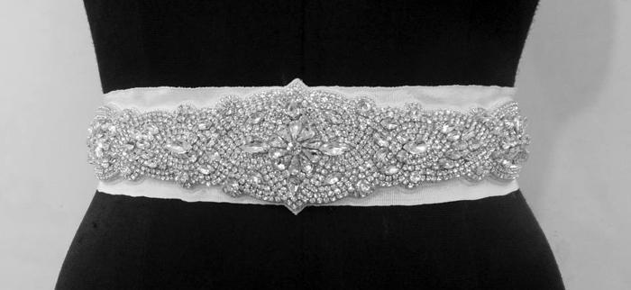 Ceinture pour robe de mariée - Ceinture brodée de cristaux à la main