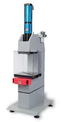 Maschinen : Hydropneumatischen Pressen - Kontakt - BÂTI GAMME 13 TONNES