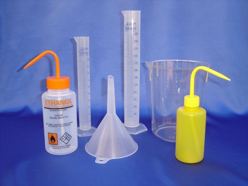 Consommables laboratoire - Pissetttes, éprouvettes, entonnoirs, béchers en plastique