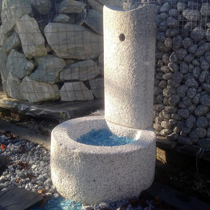 Lanterne - Fontaine en Granit gris bleu TOTEM