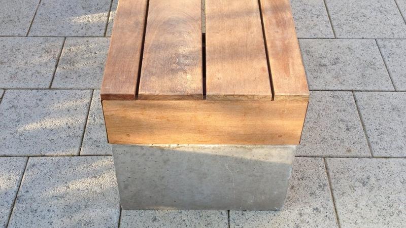Banc public en bois - Fixation invisible