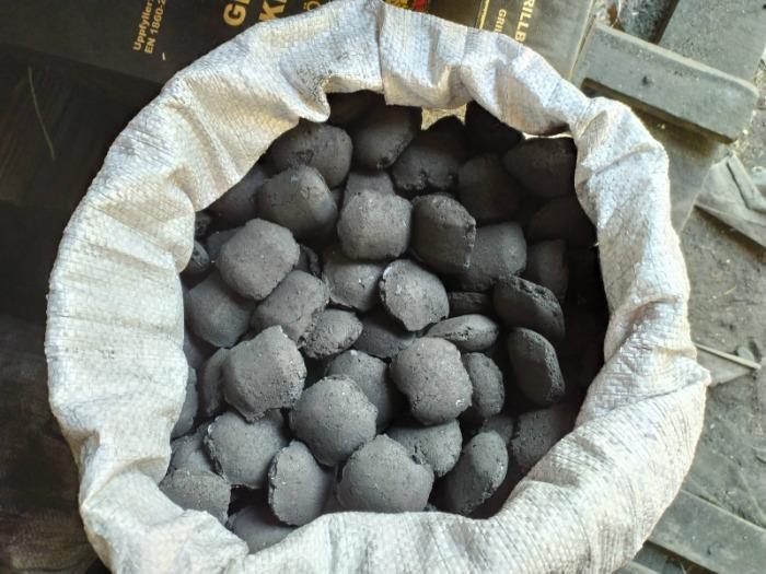 Carbone -  Mattonella di carbone.