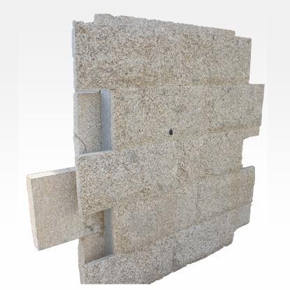 Murs en granit et pierre naturelle MR1 - Pierre murale rustique 5 faces sciées et 1 face fissurée.